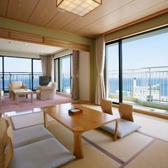 和洋室 広々100平米 和室(8畳)、ベッド2台
