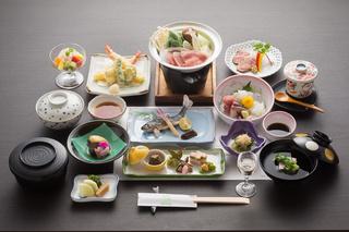 【当館人気】山と川そして、美味しい会席料理(会席凜約14品)