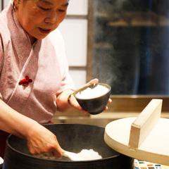 絶品!羽釜で炊く朝ごはん。蘇山郷の一泊朝食付きプラン