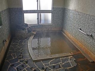 【スタンダード】4種の泉質が異なるかけ流し温泉と女将の手作り料理が人気<亀若丸>