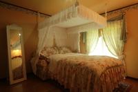 憧れの天蓋ベッドでお姫様気分満喫♪離れのスイートで2人っきり!素泊まりでお得に☆