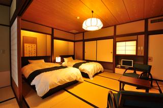 【禁煙】昭和館和風べっどるーむ◇和室10畳ツインベッド+広縁