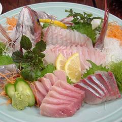 目の前は漁港!獲れたて新鮮な地魚をたっぷり味わう♪【2食付プラン】