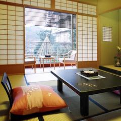 四季を感じる★庭側和室12畳(バス付・ウォシュレット完備)