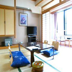 静かな山と緑に囲まれ落ち着いた雰囲気の『和室10畳』