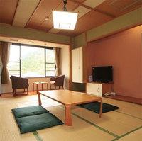 ご夕食はお部屋にてバイ飯など富山の幸が入った「味づくし弁当」&人気の手作り朝食