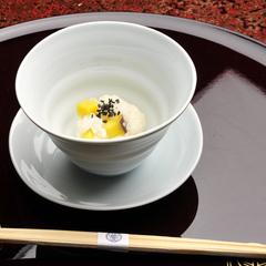 【離れ:桃山】離れでお篭り。伊豆石の半露天付客室。湯上りは縁側でひとやすみ