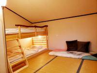 バンクベッド(二段ベッド)の山小屋風ツインルーム