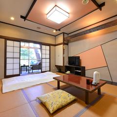 *日本庭園と池を眺める◆1階/和室8畳