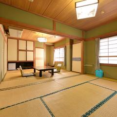 *日本庭園と池を眺める◆2階/和室8畳+6畳
