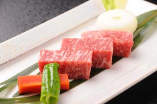 人気の「鹿児島県産黒毛和牛ミニステーキ」「黒豚しゃも鍋」を堪能する霧島満喫プラン