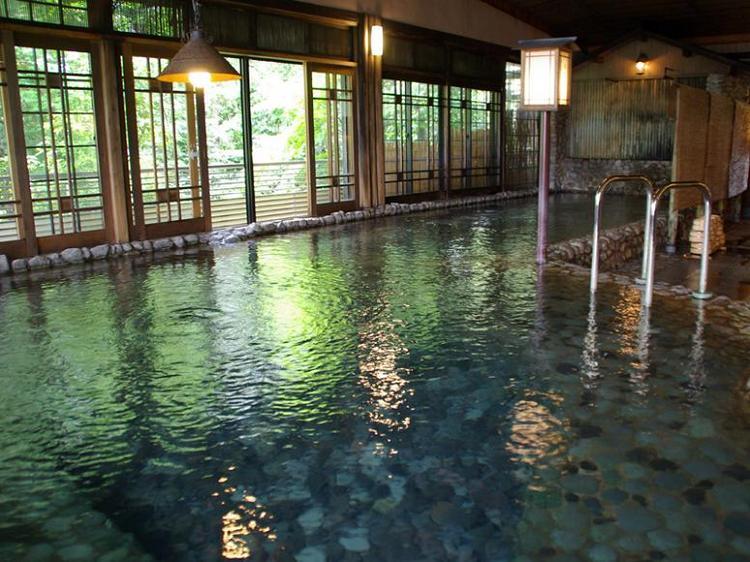 《素泊まりプラン・平安亭》食事は外出先でも・・・1,300年の天然温泉で癒されよう!