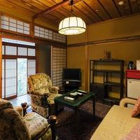 拝泉 2階(和室10畳+ソファールーム)