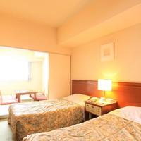 【禁煙】和洋室(31平米・シングルベッド2台と和室6畳)