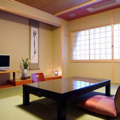 ■ゆったり使えるお部屋■和室10畳(冷蔵庫・トイレ・洗面付)