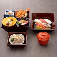 お部屋で楽しめる!料理長オススメ!日本料理グレードアップお弁当付プラン<夕朝食付>