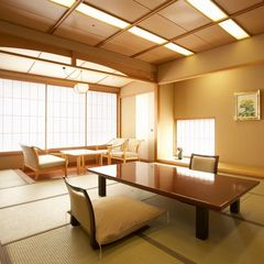 ■西館和室12.5帖■日本庭園を眺める客室バストイレ付喫煙可