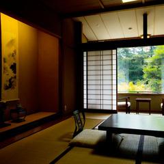 本館【魚がおいしい宿の自慢の造り七種盛りとのどぐろ塩焼付】日本海ごちそう懐石