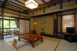 和室10畳(トイレ付、バスなし)6/6〜9/21の夕食は川床
