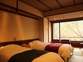 和室10畳ベッドタイプ6/6〜9/21の期間ご夕食は川床