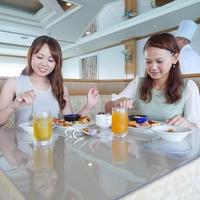 【動く海上レストラン】見て贅沢、食べて美味しい! ランチブッフェ&クルーズ 付 滞在中1回付
