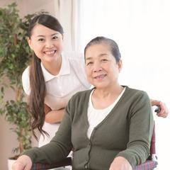 要介護者の入浴や食事の介助もまかせて安心《保険外介護サービス付》