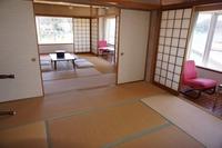 和室10畳、8畳の2間、トイレ、洗面台付 【素泊り】現金特価