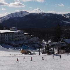 【50歳以上の宿泊限定!シニアスキープラン】徒歩一分!白樺高原国際スキー場1日リフト券プレゼント♪