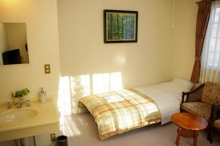 ゆったり洋室2部屋3〜4名様利用で専用温水洗浄トイレ・バス付