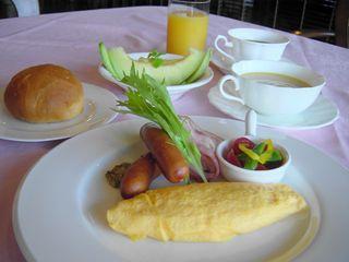 〜夏の金鱗湖を眺めご朝食を〜ふわふわオムレツと焼きたてパン♪【1泊朝食付き夏得プラン】
