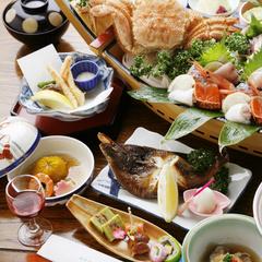 【前浜水揚海づくし物語/お食事処】<毛蟹半身&海の幸を大漁飾盛り♪>【美味旬旅】