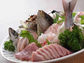【当館人気NO1 !】獲れたてのコリコリ感が沢山味わえる地魚貝類盛合せ付プラン(ペット可)♪