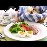 【朝食付】美味しい焼きたてパンとボリューム満点の朝食♪チェックイン22時までOK!