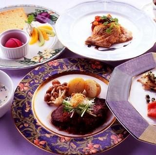 ◇バラ風呂で至福のひとときを☆芳醇ヒレステーキをメインに♪フルコースディナー満喫プラン!