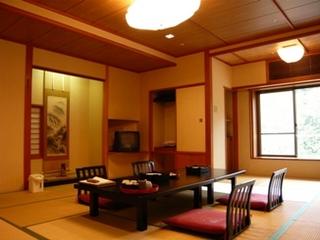 川沿いの和室(バス・トイレ付)(リバービュー)