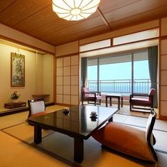 日本海を一望できる海側和室(バス・トイレ・広縁付)