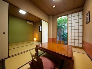 和室 (2間の客室)