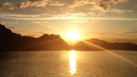 海の上で夕日を堪能♪ロマンティックに瀬戸内サンセットクルージング!!<定番>
