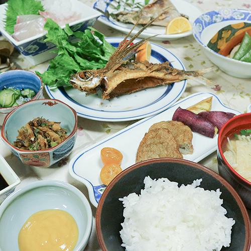 【二食付き】家庭的な料理&手作りスイーツ♪自家栽培の旬のフルーツも人気!