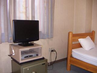 洋室バストイレなし・地デジ19型TV・無料WI−FI完備