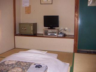 和室6畳バストイレ付・地デジ19型TV・無料WI−FI完備