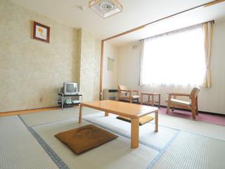和室8畳(トイレ付・喫煙)