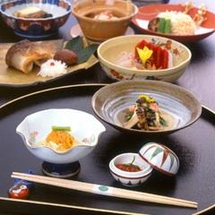 【記念日】鯛の姿盛り&お祝いプレゼント付き!お部屋食・源泉風呂付き離れで過ごす贅沢な時間