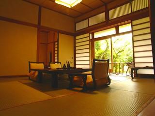 風情ある銘木建築の特別室『館山荘』10畳+6畳+源泉総檜内湯