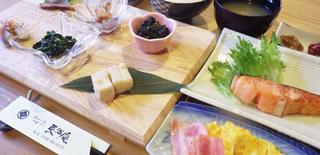 【平日限定】【朝食付】目覚めのカラダにほっこりあたたかい和朝食をどうぞ。