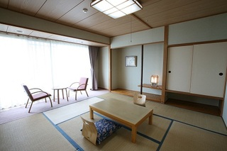 テラス付の客室から徳島市街の夜景を一望☆【和室8畳】禁煙