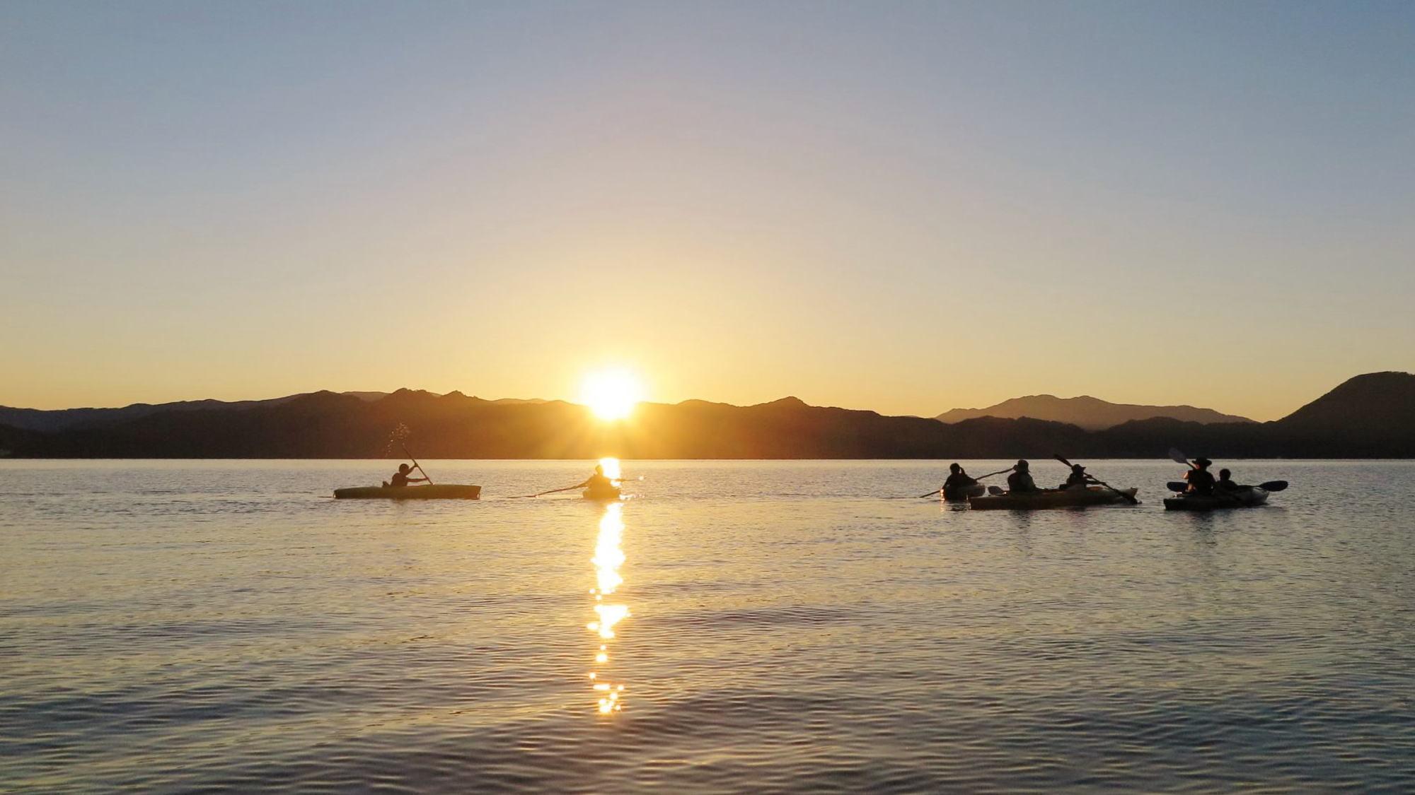 【田沢湖サンセットカヤックツアー体験付き!】沈む夕日と自然を楽しむ♪ご夕食は秋田の郷土バイキング
