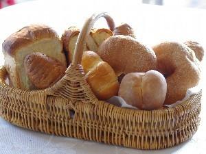 パン講師の女性シェフが作った手作りパンの朝食付きプラン