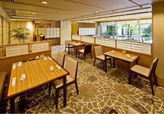 【梅】ホテルで夕食和会席&朝食ビュッフェ宿泊プラン〜駐車場入庫後24時間無料〜