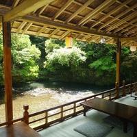 3密を避け穴場高雄ではゆったり。6月には源氏ボタル 高雄の納涼「川床」で・料理は「ほたるの膳コース」